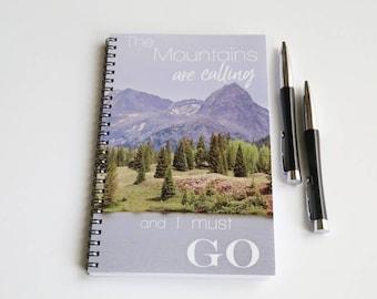 Cahier à spirale, carnet de montagne, randonnée cadeau, John Muir citation, doublé pour ordinateur portable, les montagnes sont appel, randonnée Journal, Journal de l'écriture