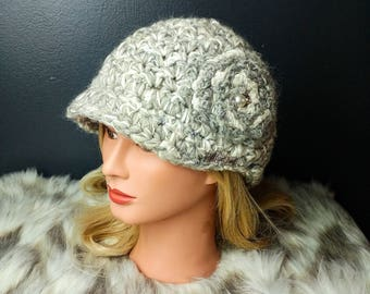 Crochet hat with brim - flower, faux pearls