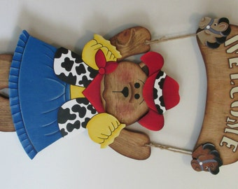 Welcome Bear Cowgirl outfit, door decor, wall decoration, teacher gift, house warming,