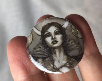 Button.....Melina