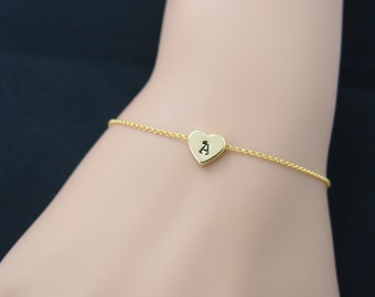 gold personalized bracelet, gold filled, uppercase simple initial bracelet, hand stamped heart, gold chain bracelet, gifts for bridesmaid