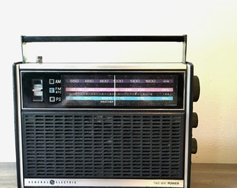 Vintage General Electric GE Two Way Power AM FM Weather Radio P4920A
