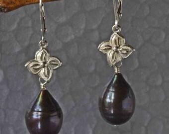 Black Pearl Earring in Silver, Long Pearl Earrings with Flower, Pearl Drop Earrings, Nature Inspired, Botanical Earrings, Gift for Her