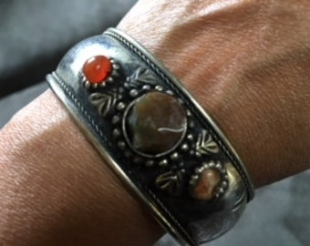 silver cuff bracelet with agate stone