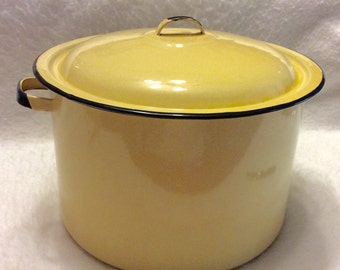 Vintage yellow enamel 3 gallon stock pot 1940's very good. Free ship