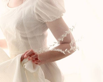 Boho leaf ribbon veil, Long drop bridal veil, Ivory or White, Long leaf edged veil, Fingertip circle veil, Unique woodland veil, Gold Silver