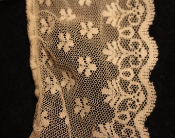 11-J Vintage white lace with scalloped edge and dainty flowers