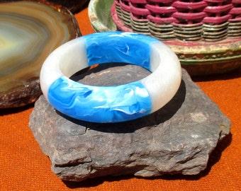Super chunky lucite bangle, swirly turquoise and iridescent white
