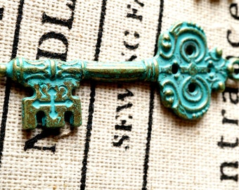 Key charm 4 bronze patina vintage style ornate jewellery supplies C163