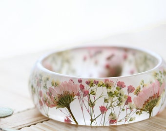 Real Flower Bangle - Pink Daisy Bangle , Gifts for Her , Pink Bracelet , Gypsophila Jewellery , Botanical Jewellery, Resin Bangle