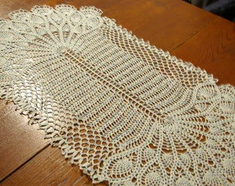 Great table centerpiece measuring 86 cm long by 45 cm wide crochet handmade