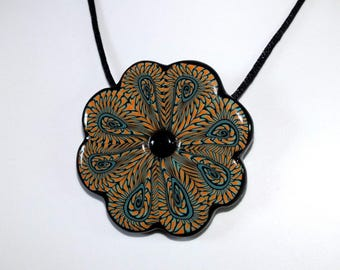 Necklace big flower patterned lace