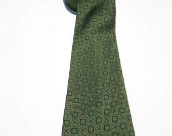 Vintage Men's Green and Black Daisies and Squares Necktie