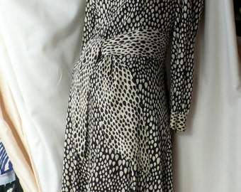 BLACK and WHITE VINTAGE 60'S Dress, Brown Stone Studio's in New York. Polyester blend.  Long sleeved.