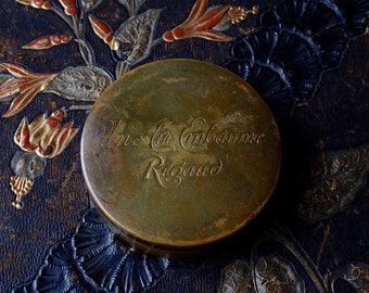 French powder tin, Rigaud Paris powder tin, Un Air Embaume tin, French cosmetics tin, Paris flea market, Henri Rigaud Paris, Antique tins