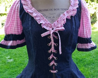 Jeans chic country style pink romantic woman sensual casual style spring in the Dutch countryside! Corset