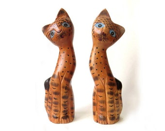 Vintage Wooden Figurine Cats 2 Wooden kitties figurines twins Polka dot orange Kittens cats  home decor housewares decoratative sculptures