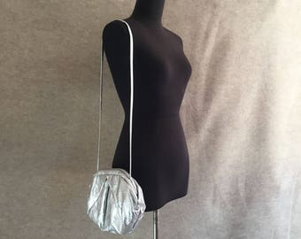 Vintage Silver Purse, Silver Shoulder Bag, Metallic Silver Crossbody or Clutch, 1980's Clamshell Purse, Made in USA, Glam, Disco