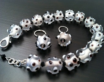 Happy Beads - Bracelet and Earrings - Black and White