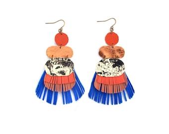 Audacieux et boucles d'oreilles colorées en cuir boucles d'oreilles, bijoux en cuir, peint boucles d'oreilles, boucles d'oreilles uniques, cadeau pour elle, boucles d'oreilles en cuivre
