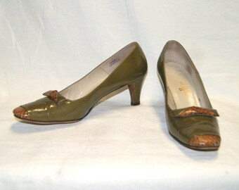 Vintage Women's Palizzio Olive Green Patent Leather Heels Shoes - Size 7 AA