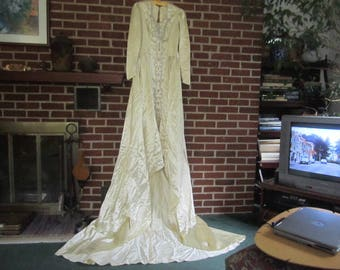 Vintage 1940s Gorgeous Creamy Ivory Satin Beaded Wedding Dress with Train