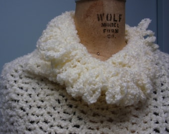 Crochet Poncho in Boucle Yarn Fringed Off White