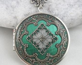 Emerald Filigree Locket, Resin Locket, Holiday Gift For Her, Mothers Day Gift, Wedding Locket, Memorial Locket