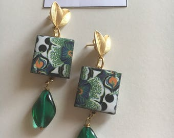 Zamak earrings with ceramic and crystal element