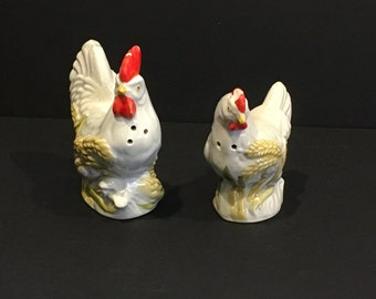 Vintage Hen and Rooster Salt and Pepper Shakers , Chicken Salt and Pepper Shakers , Farm, Farm House , Kitshy , Cabin , Country , Ceramic