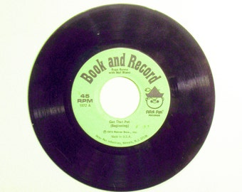 """Vintage Bugs Bunny -Get That Pet """"Book and Record"""" Vinyl 45 RPM Record"""