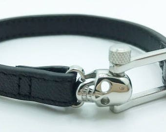 New Mens Black  Leather Bracelet With Silver Skull  Closure