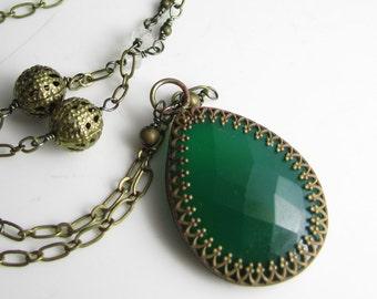 Onyx vert émeraude et Pierre de lune en collier en laiton