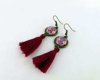 """Earrings cabochon """"red and black wax"""" glass, bronze and Burgundy tassel"""