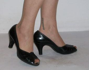 Great 1950s black peep toe heels w/vamp details US 9 / UK 7
