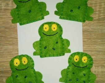 5 little speckled frogs finger puppet set