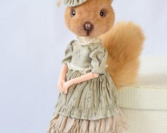 Squirrel Donimal (DollAnimal). Squirrel in green.