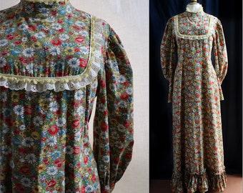 Vintage 1970's Boho Prairie Maxi dress, long sleeves,floral pattern