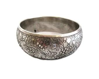 Silver Tone Bangle Bracelet, Vintage Retro,  Embossed Floral Design , Boho Bracelet