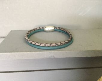 Double leather bracelet with magnetic clasp