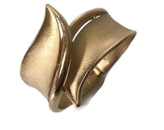 Vintage Crown Trifari Gold Tone Spring Hinge Cuff Bracelet, Vintage Trifari Brushed Gold Bracelet, VintageTrifari Jewelry