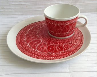 Arabia Finland Cup & Snack Plate set.  Kaj Franck. Red Riikinkukko.  Raija Uosikkinen. Mid century modern, Danish Modern, Eames.  Vtg. 1962.