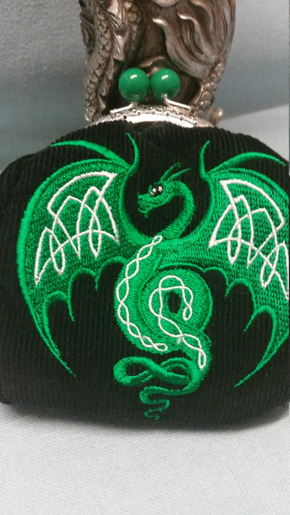 L121  The dragon coin purse