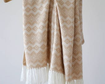 Peruvian Alpaca Traditional Blanket: Oat & White