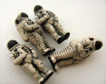 4 Large Astronaut Beads - LG266