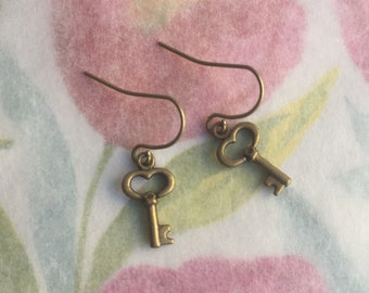 Ea-100  Earrings. Simple key charm earrings. Heart key earrings.