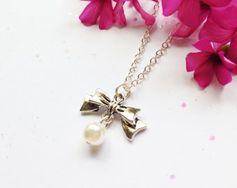 Faux Pearl Bow Necklace