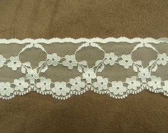 LACE of CALAIS - 4 cm - Beige - embroidered on tulle