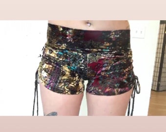 Helly velvet scrunchy shorts
