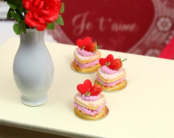Heart-shaped Sablé Chantilly Fraise - Strawberry Chantilly - 12th Scale Miniature Food